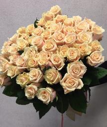 Розы с небольшим бутоном (Россия)
