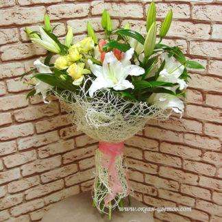 Букет из лилия, кустовых роз, альстромерий Воронеж
