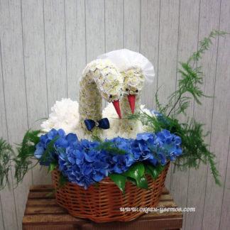 Лебеди из хризантем Воронеж