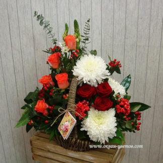 Розы, хризантемы, в корзине Воронеж