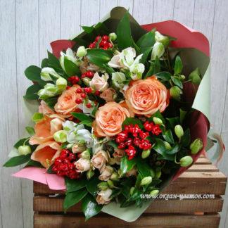 Букет из роз, амариллиса, бовардии, геллеборуса, кустовых роз Воронеж