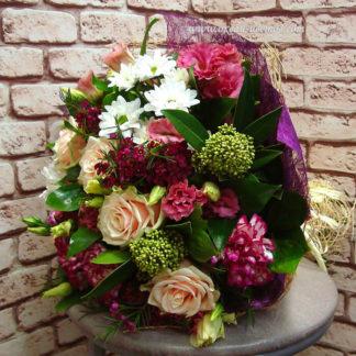 Букет с розами, гвоздикой, эустомой, скимией, хризантемой Воронеж