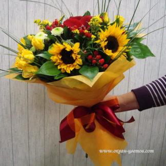 Букет из амарилисов подсолнухов зризантемы, роз, солидаго Воронеж