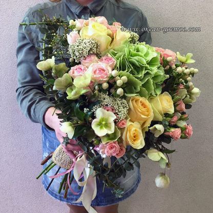 Букет из гортензии, роз, геллеборуса, гиперикума, эвкалипта Воронеж 2