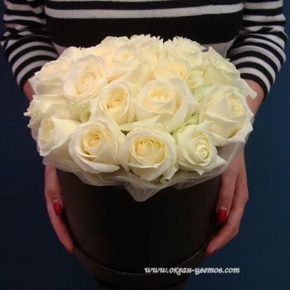 Белые розы в коробке 15 шт Воронеж