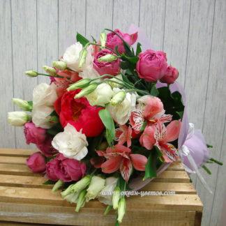 Букет с пионом, альстромерией, кустовой розой, эустомой Воронеж