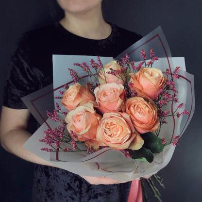 Букет из пионовидных роз и лимониума Воронеж