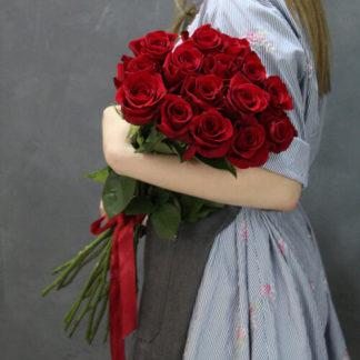 Букет из красных роз Фридом 15 шт Воронеж