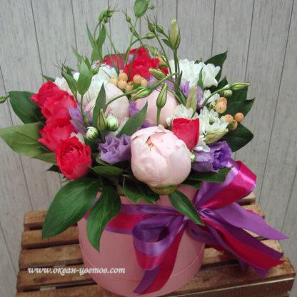 Букет Пионы кустовые розы эустома в шляпной коробке Воронеж