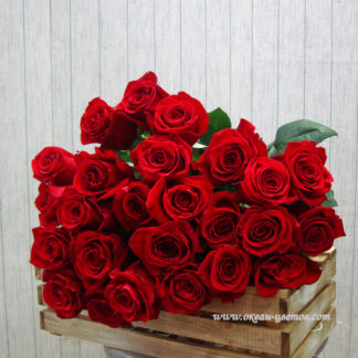 Букеты из алых роз