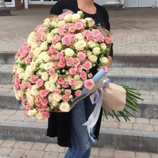 Букет из белых и розовых кустовых роз Воронеж