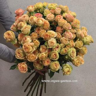 Букет из персиковых кустовых роз Воронеж