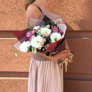Букет из эустомы, кустовой розы, альстромерии Воронеж