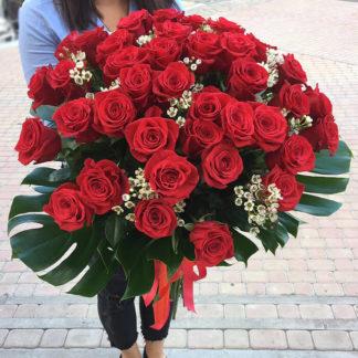 Букет из роз и хамелациума Воронеж