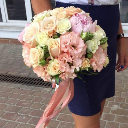 Букет невесты с пионами, эустомой, кустовой розой Воронеж 3
