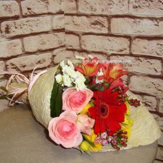 Букет из кустовых роз, альстромерии, герберы, хризантемы, хамелациума Воронеж