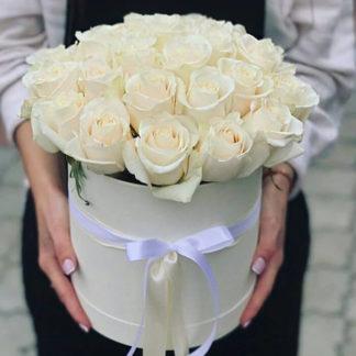Белые розы в коробке Доломити 21 шт Воронеж