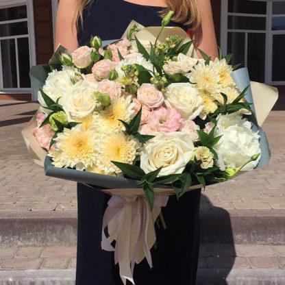 Букет из пионов, кустовых роз, хризантем, эустомы Воронеж 2