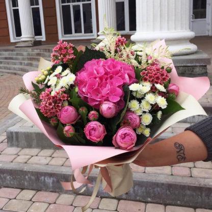 Букет из пионовидных роз, гортензии, хризантемы, хамеллациума Воронеж 2