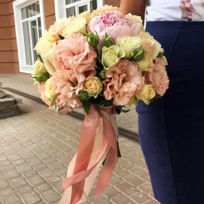 Букет невесты с пионами, эустомой, кустовой розой Воронеж 2
