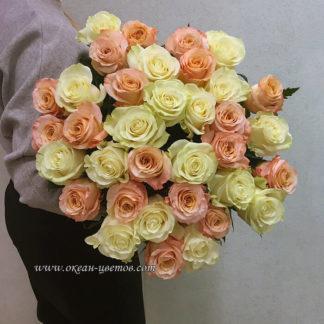 Букет из бело-розовых роз 35 шт Эквадор Воронеж
