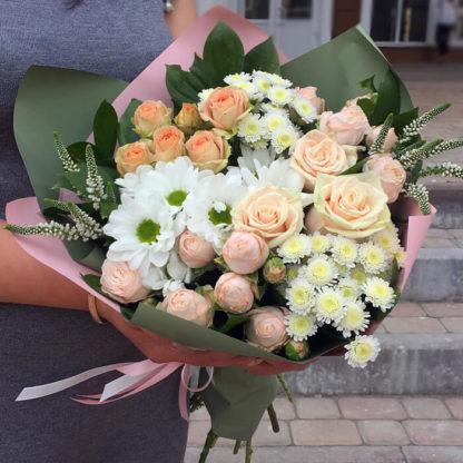 Букет из роз, кустовыз роз, хризантем, вероники Воронеж