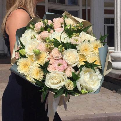 Букет из пионов, кустовыз роз, хризантем, эустомы Воронеж