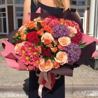 Букет из роз, кустовых роз, хризантем, алиума, целлозии Воронеж 2