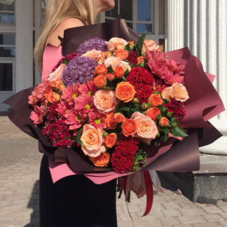 Букет из роз, кустовых роз, хризантем, алиума, целлозии Воронеж