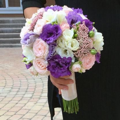 Букет эустома, кустовая роза, фрезия, озатамнус Воронеж