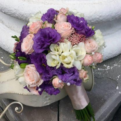Букет эустома, кустовая роза, фрезия, озатамнус Воронеж 3