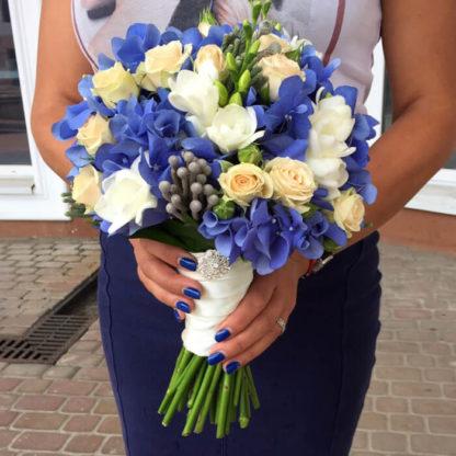 Букет невесты с гортензией, фрезией, кустовой розой Воронеж 3
