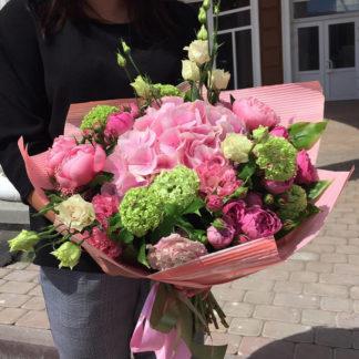 Букет из гортензии, эустомы пионов, кустовой розы Воронеж