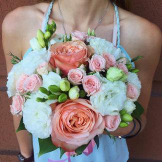 Букет пионовидная роза, эустома, фрезия, кустовая роза Воронеж