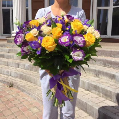 Букет из эустомы, роз, ирисов Воронеж 3