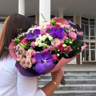 Букет из орхидей, хризантем альстромерий, роз Воронеж