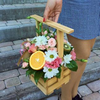 Кустовая хризантема, кустовая роза, эустома, в ящике Воронеж