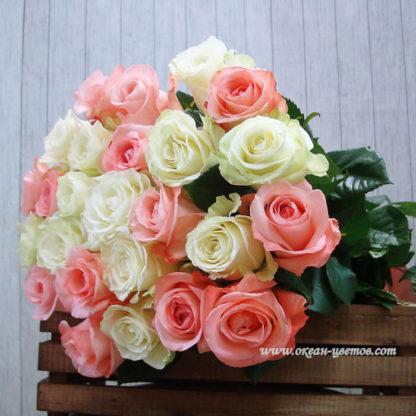 Букет из бело-розовых роз 15 шт Титаник Воронеж