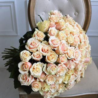 Букеты из кремовых роз