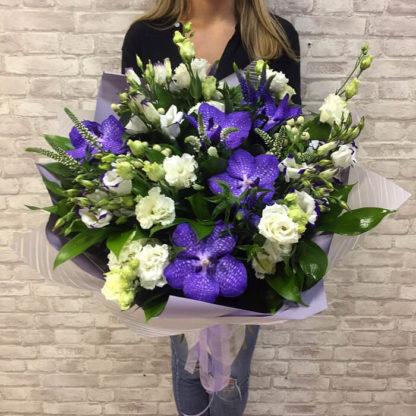 Букет орхидея, эустома ,вероника, гиперикум Воронеж